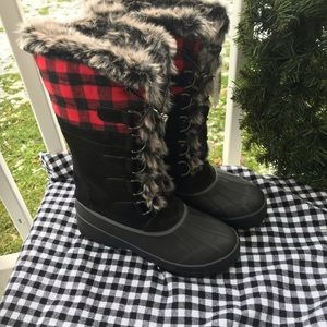 Land's End 8-1/2 winter boots buffalo plaid..NEW